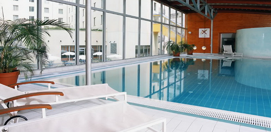 08._conference_in_prague_hotel_novotel_4_stars_-_pool.jpg