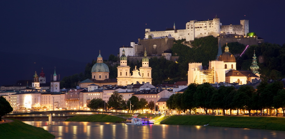 22._incentive__teambuilding_in_prague_-_old_town_salzburg_across_the_salzach_river.jpg