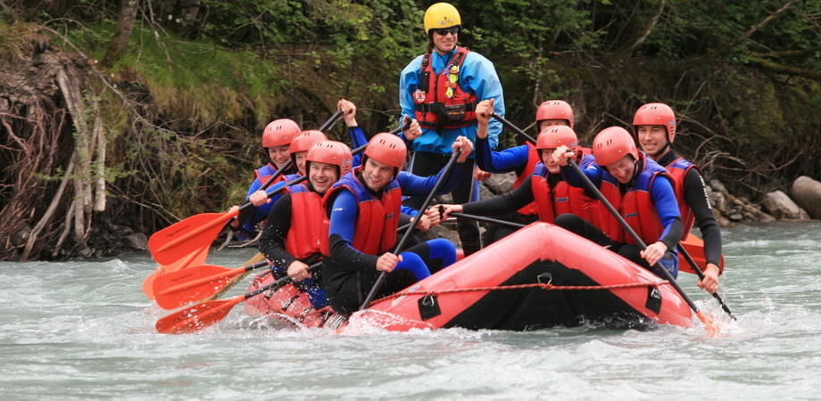 04._teambuilding_in_prague_-_rafting.jpg